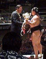 Asashoryu receiving Mayor's Cup